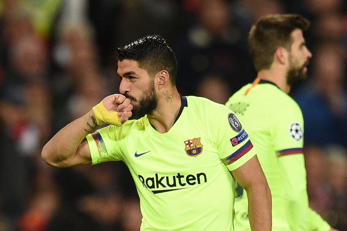 L'Uruguayen du FC Barcelone, Luis Suarez est à la base de l'autobut du malheureux Luke Shaw en début de match
