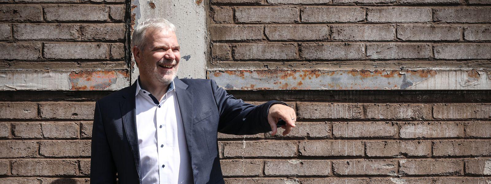 Beschäftigungsminister Dan Kersch vor dem alten Hochofen in Belval. Die ersten Erfahrungen mit der Welt der Politik machte er als Jugendlicher, als das Stahlwerk Terres Rouges in der 70er-Jahren schließen musste.