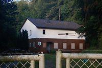 """17.06.2019, Hessen, Niestetal-Sandershausen: Das Clubhaus des Schützenclubs 1952 Sandershausen, wo der Verdächtige im Mordfall  Lübcke Mitglied war. (zu """"Verdächtiger im Mordfall Lübcke war inSchützenclub aktiv"""") Foto: Göran Gehlen/dpa +++ dpa-Bildfunk +++"""