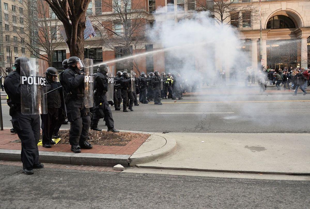 Mit Tränengas ging die Polizei gegen gewalttätige Demonstranten vor.