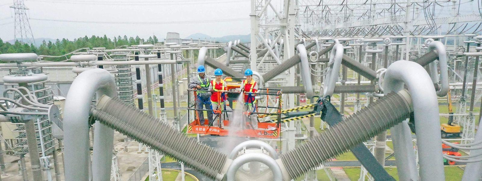 Hochspannungsumrichterstation in Xuancheng in der ostchinesischen Provinz Anhui - der Mangel an ausreichend Strom dürfte in China noch Monate anhalten.