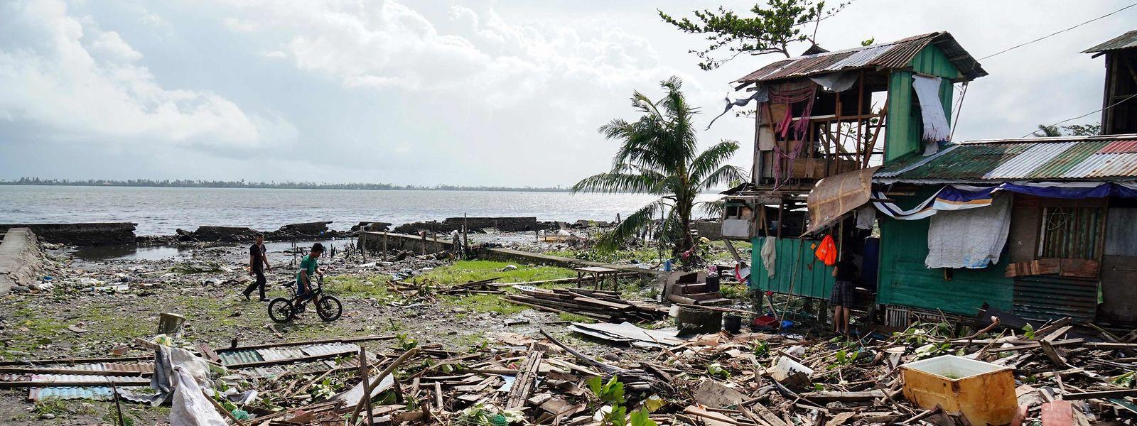 Pour Noël, le typhon Phanfone n'a pas fait de cadeaux aux Philippines.