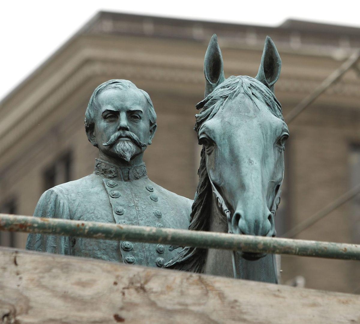 Das Denkmal von General John Hunt Morgan steht für Soldaten, die auf der Seite der Konföderierten im Amerikanischen Bürgerkrieg starben. Die Südstaaten wollten damals die Sklaverei beibehalten.