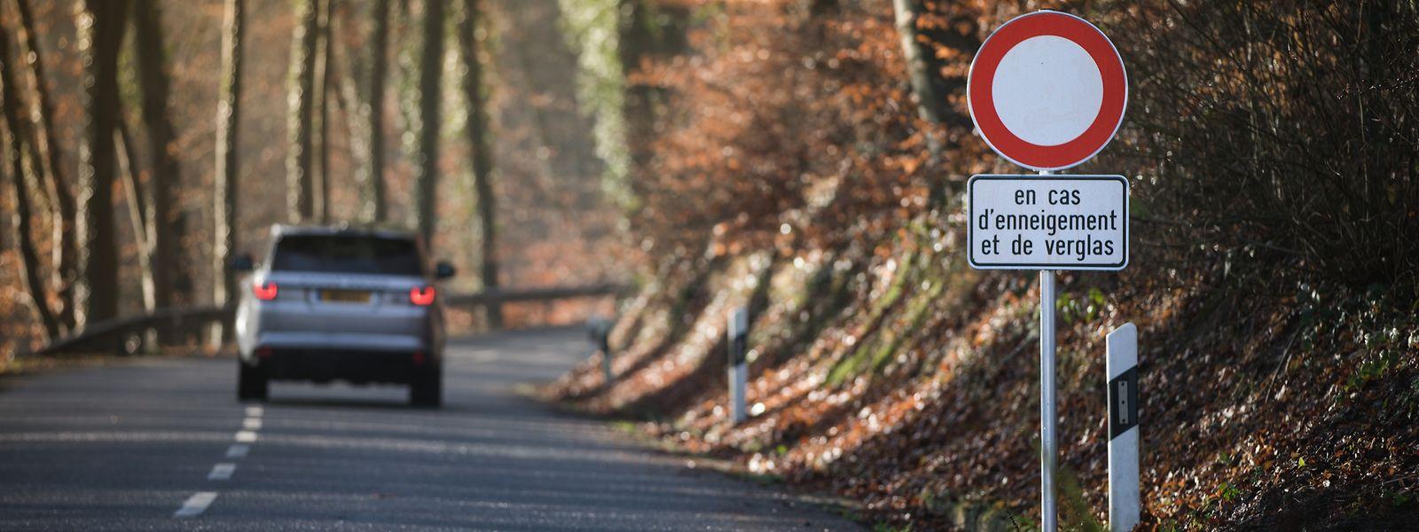 Bei winterlchen Verhältnisen besteht auf manchen Strecken - wie hier zwischen Alzingen und Syren - ein Fahrverbot.