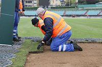 Les équipes de la Ville de Luxembourg sont aux petits soins pour la pelouse du stade Josy-Barthel