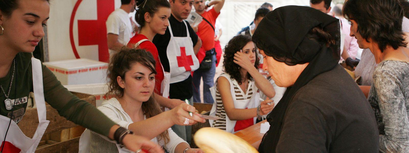 Des lieux spécifiquement prévus pour les personnes sans domicile fixe ont été agencés par des organismes comme la Croix-Rouge.