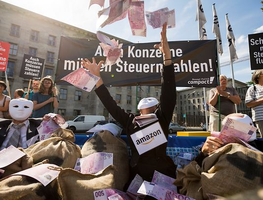 Demonstration for more tax transparency in Berlin