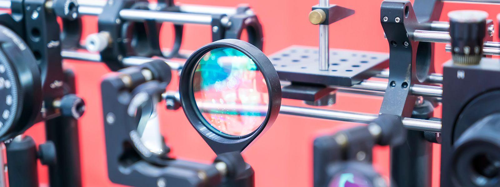 Physiker Daniele Brida entwickelt ultraschnelle Laser, um chemische Reaktionen und das Innenleben elektronischer Geräte in Zeitlupe zu verfolgen. Damit könnte man etwa Photovoltaikanlagen verbessern.