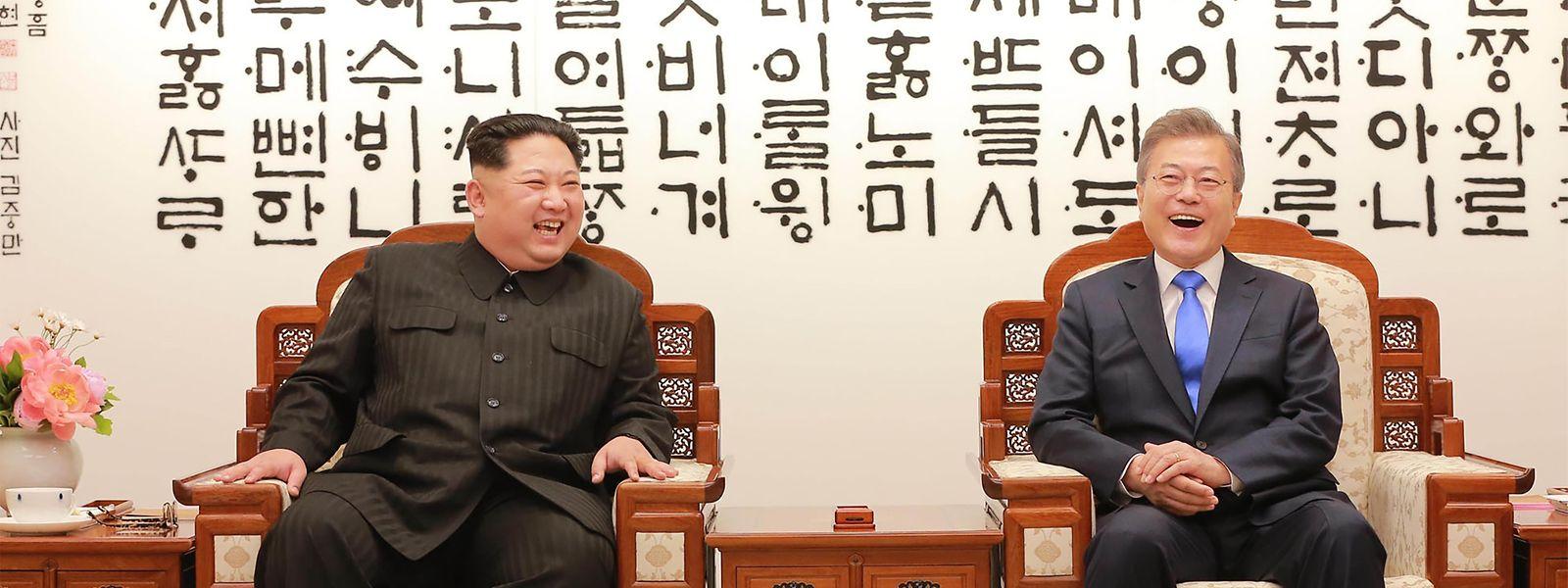Das Eis zwischen dem nordkoreanischen Diktator Kim Jong Un (l.) und dem südkoreanischen Präsidenten Moon Jae In ist gebrochen.