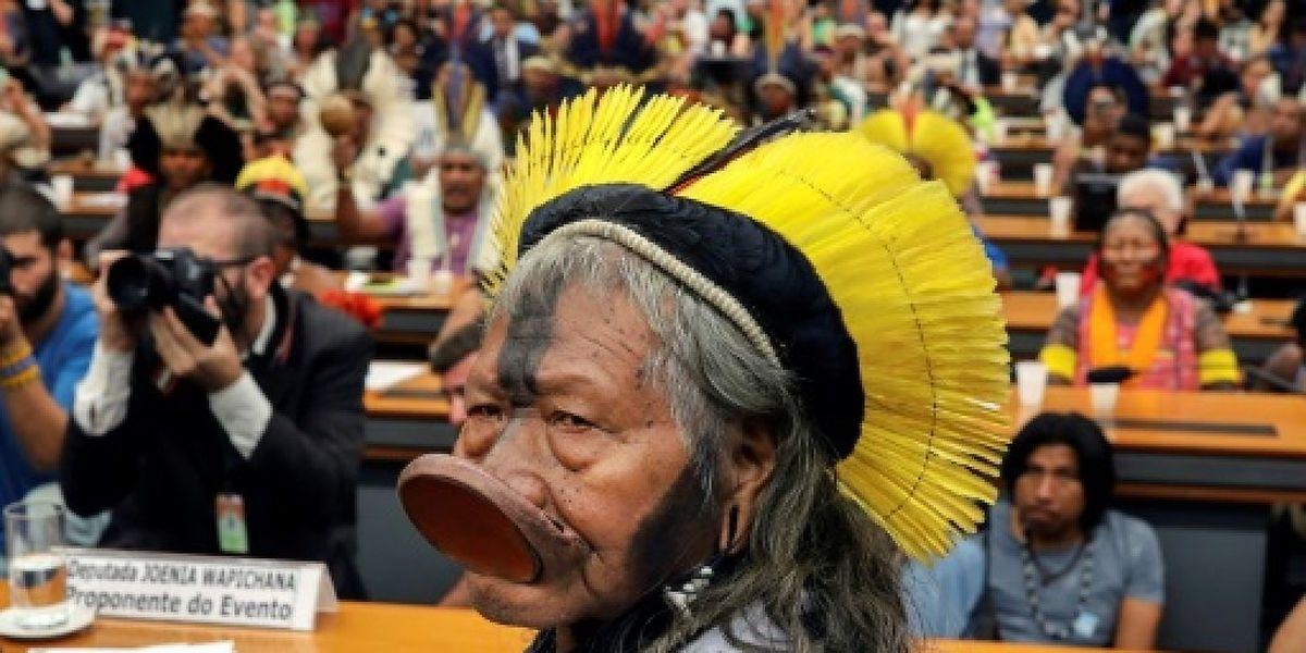 Le légendaire cacique brésilien Raoni Metuktire tentera de collecter un million d'euros en faveur de la forêt amazonienne et des peuples autochtones.