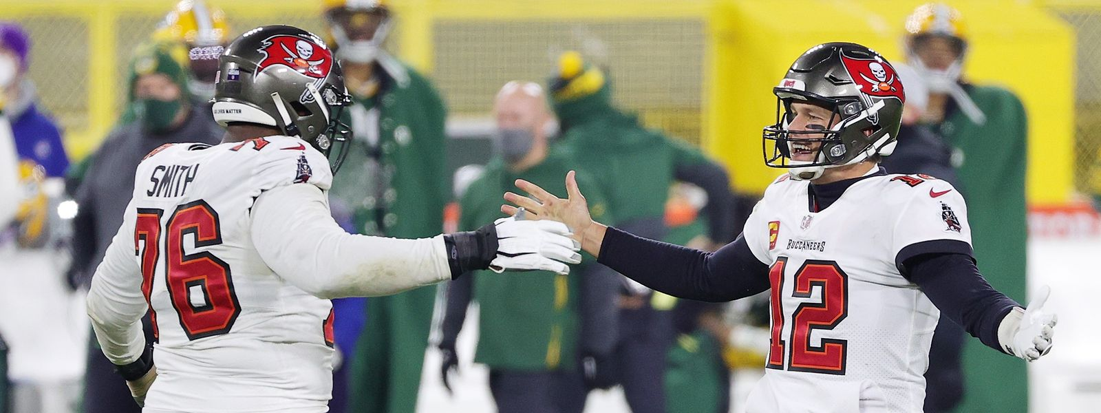 Tom Brady (r.) und Donovan Smith haben es geschafft: Sie können sich auf den Super Bowl freuen.