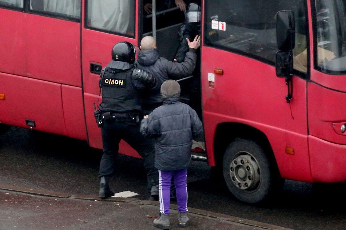 """Tichanowskaja, die im Exil in der EU lebt, will die Einheiten des Innenministeriums, darunter die Sonderpolizei OMON, international zu """"Terrororganisationen"""" erklären lassen."""