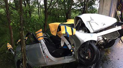 Das Auto der Frau wurde völlig zerstört.