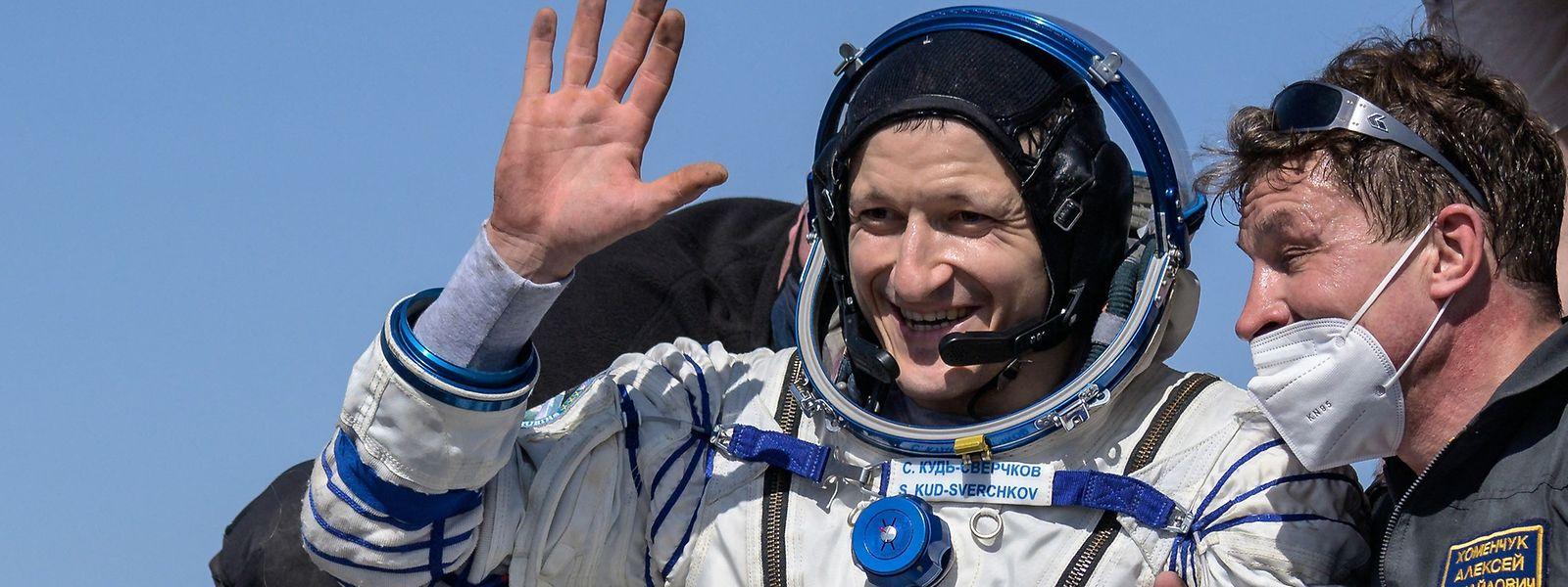 Der russische Kosmonaut Sergej Kud-Swertschkow kurz nach der Landung in der Steppe Kasachstans.
