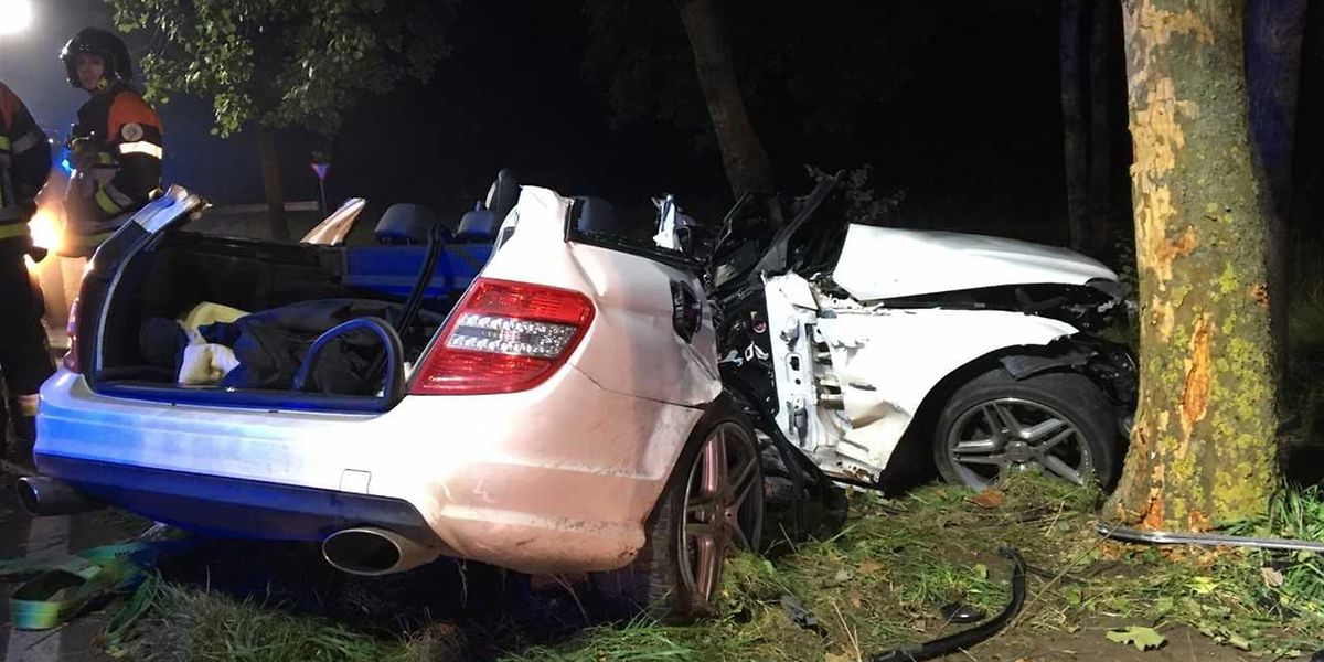 Les deux passagers du véhicule sont morts avant l'arrivée des secours.