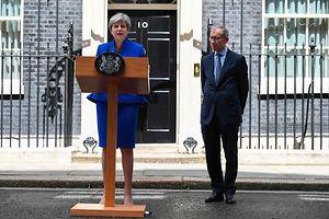 Theresa May verkündet ihren Willen, eine Regierung mit Duldung der DUP zu bilden.
