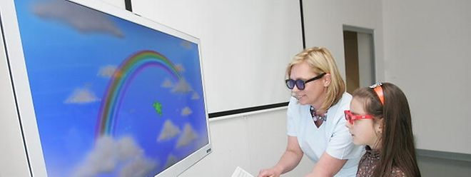 La petite Inès teste le V-Pod 3D