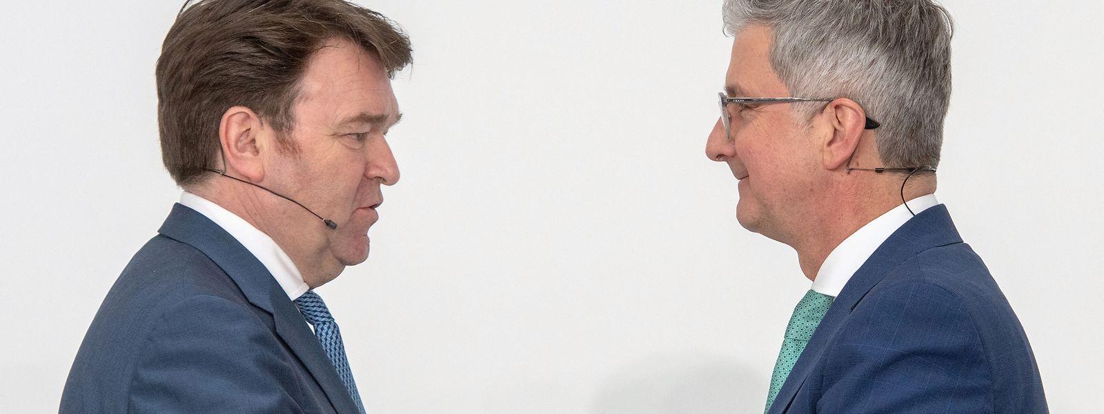 Bram Schot (l) und Rupert Stadler, ehemaliger Vorstandsvorsitzender des Fahrzeugherstellers Audi AG.