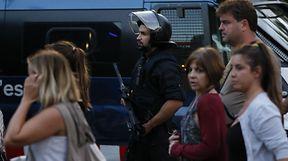 Mehr als einmal versuchten Polizisten, verschreckten Touristen Trost zu spenden.