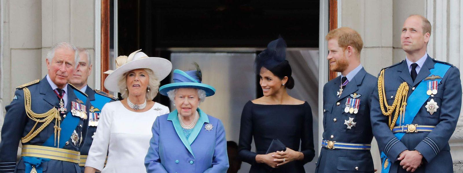 10. Juli 2018: Ein Foto aus einfacheren Zeiten. Königin Elisabeth II hat für Montag ein Krisentreffen einberufen.