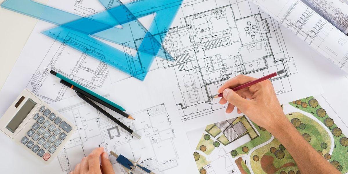 Es ist wichtig, rund um Wohnungssiedlungen Grünflächen zu platzieren.
