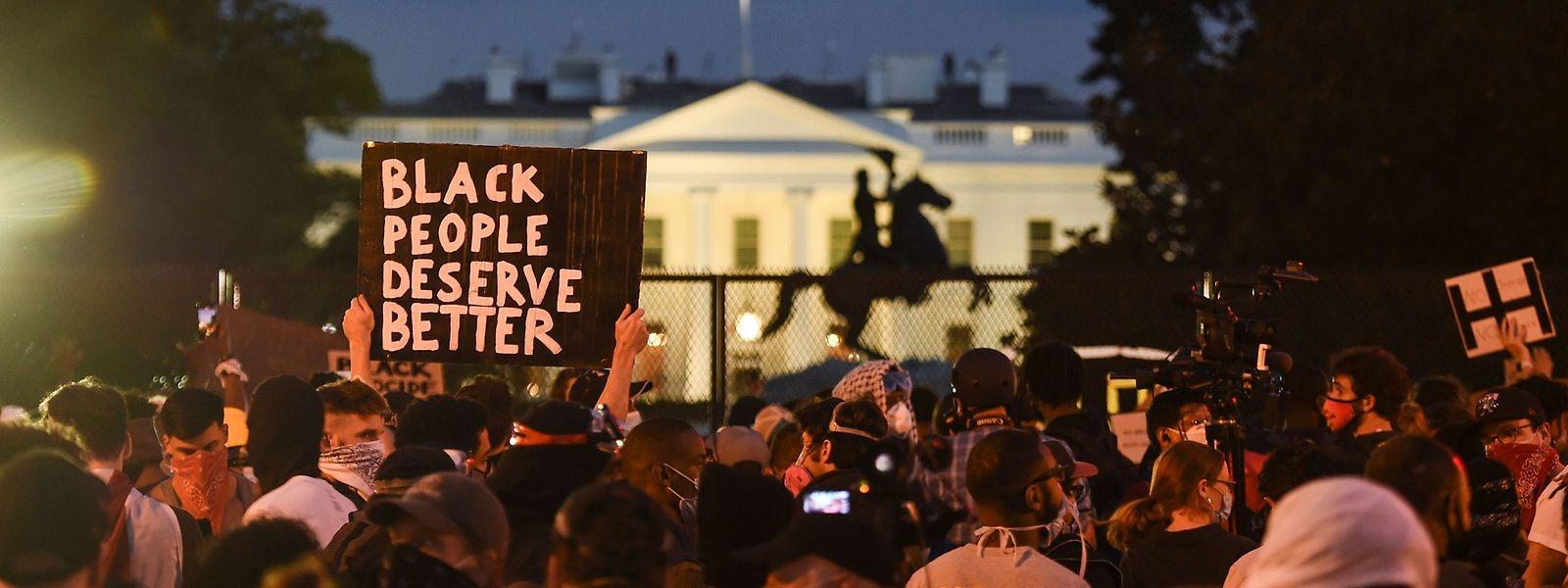 Proteste am Dienstag vor dem Weißen Haus in Washington.