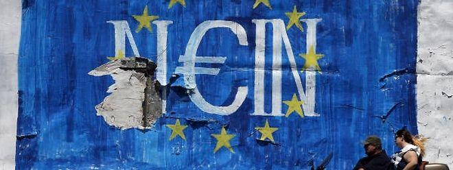 Há um ano, a Grécia esteve à beira de sair do euro.