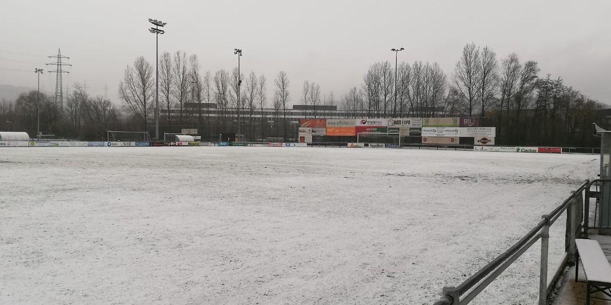Der Rasen in Petingen konnte nicht mehr vom Schnee befreit werden.
