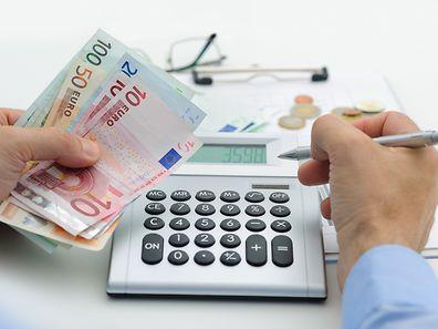Beamte bekommen künftig 1,5 % mehr im Monat sowie eine Einmalzahlung in Höhe von 1% des Jahresgehalts.