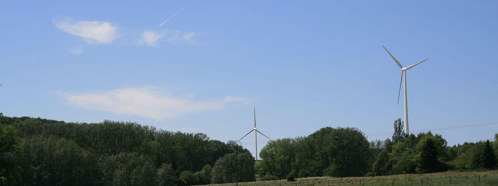 """So könnte die Landschaft mit Blick von Garnich aus in Zukunft aussehen. Auf dieser Fotomontage entsprechen die zwei Windräder dem Modell """"E115""""."""