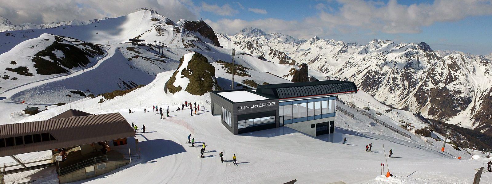 Eigentlich bekannt für seinen Skitourismus, erlangte Ischgl zu Beginn des Jahres traurige Berühmtheit durch das Corona-Missmanagement der lokalen Behörden und der Regierung von Sebastian Kurz.
