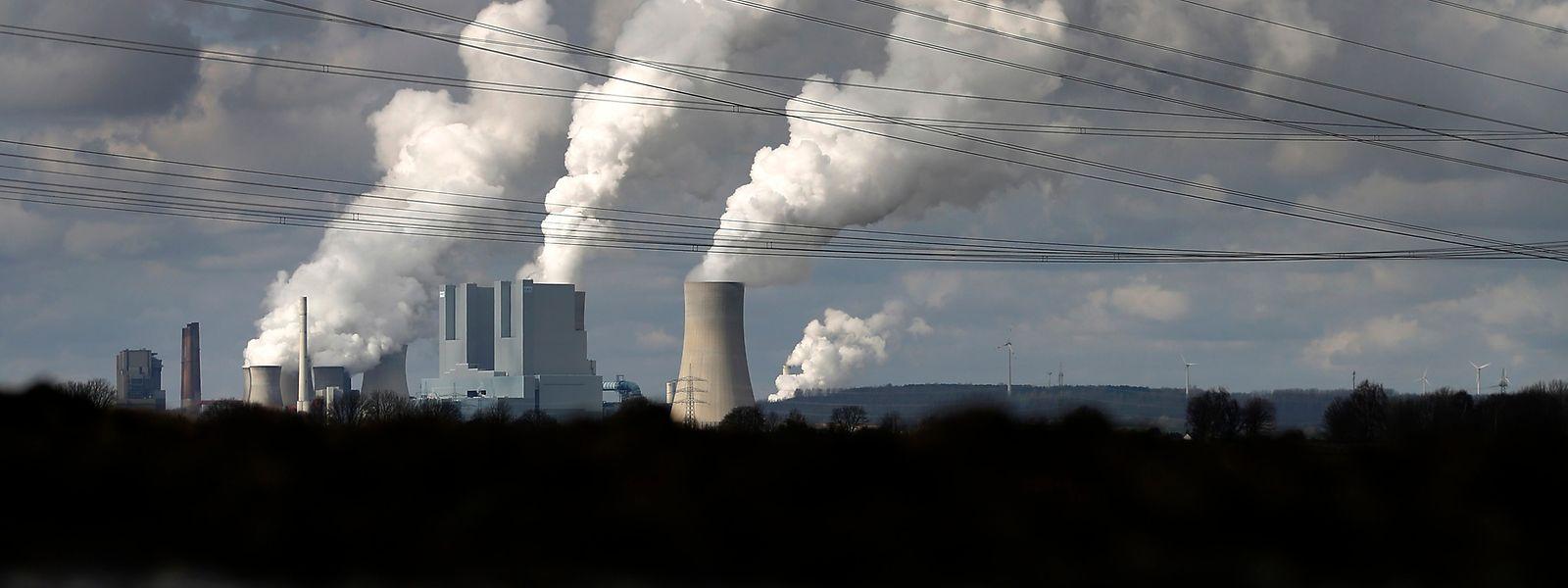 Central termoelétrica de Neurath, a cerca de 100 quilómetros do norte do Luxemburgo