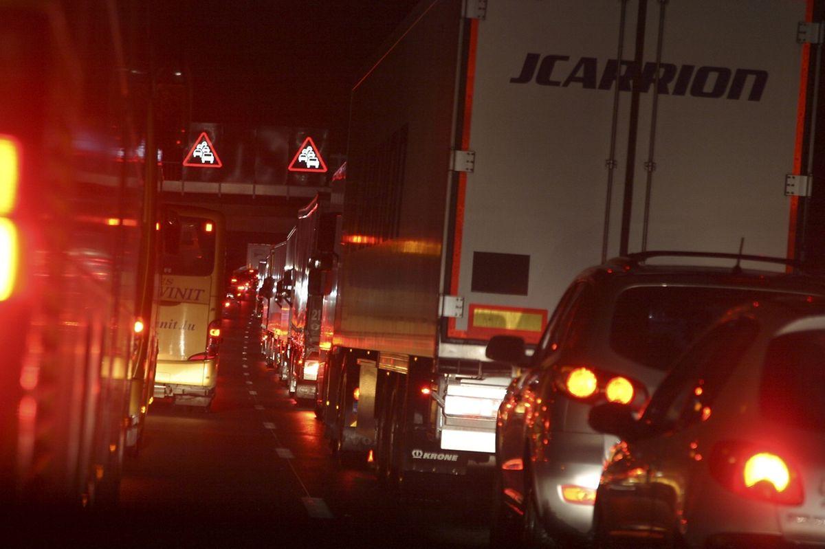 Chaque soir et chaque matin, des kilomètres de véhicules sont bloqués sur l'A3 et l'A31