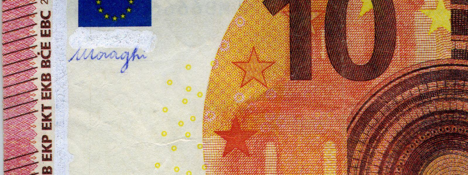 """Die Fälscher haben den Schriftzug """"Movie Money"""" auf diesem Spielgeld mit Tipp-Ex überdeckt und die Unterschrift des ehemaligen EZB-Präsidenten Mario Draghi aufgebracht, um den Schein echter wirken zu lassen."""