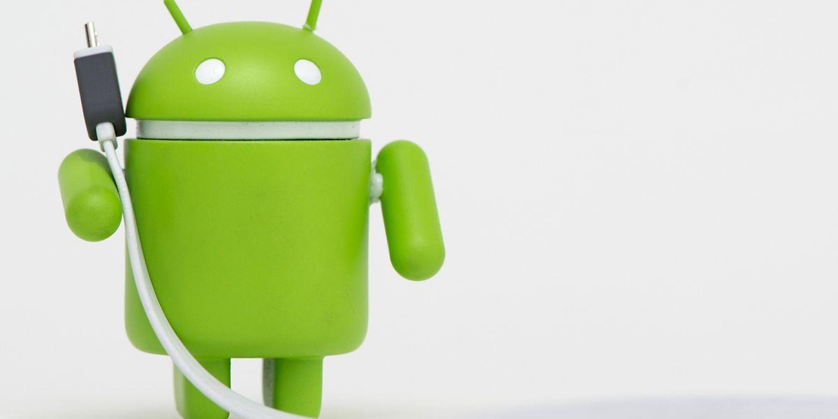 Mit einigen Tricks müssen Android-Smartphones seltener an die Steckdose.