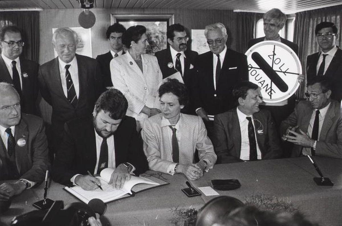 Am 14. Juni 1985 wurde das Schengen-Abkommen in Schengen auf dem Schiff MS Princesse Marie-Astrid geschlossen. Für Luxemburg unterschrieb Robert Goebbels.