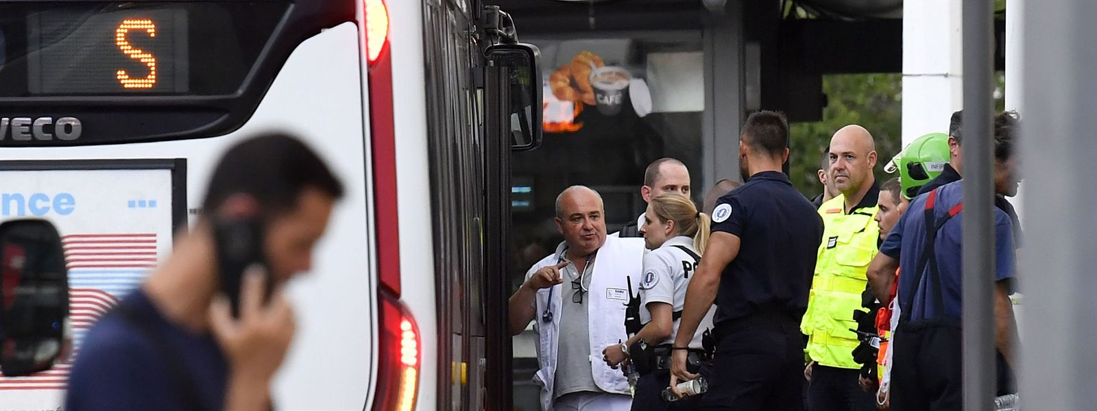 Emergency services are at work near a bus in Villeurbanne on the outskirts of Lyon, south-eastern France on August 31, 2019, after a knife attack which has left one dead and six injured. - Two men, one armed with a knife and the other with a skewer, carried out the attack in Villeurbanne in southeastern France, the official said, without giving further details on the motive for the stabbing. (Photo by PHILIPPE DESMAZES / AFP)