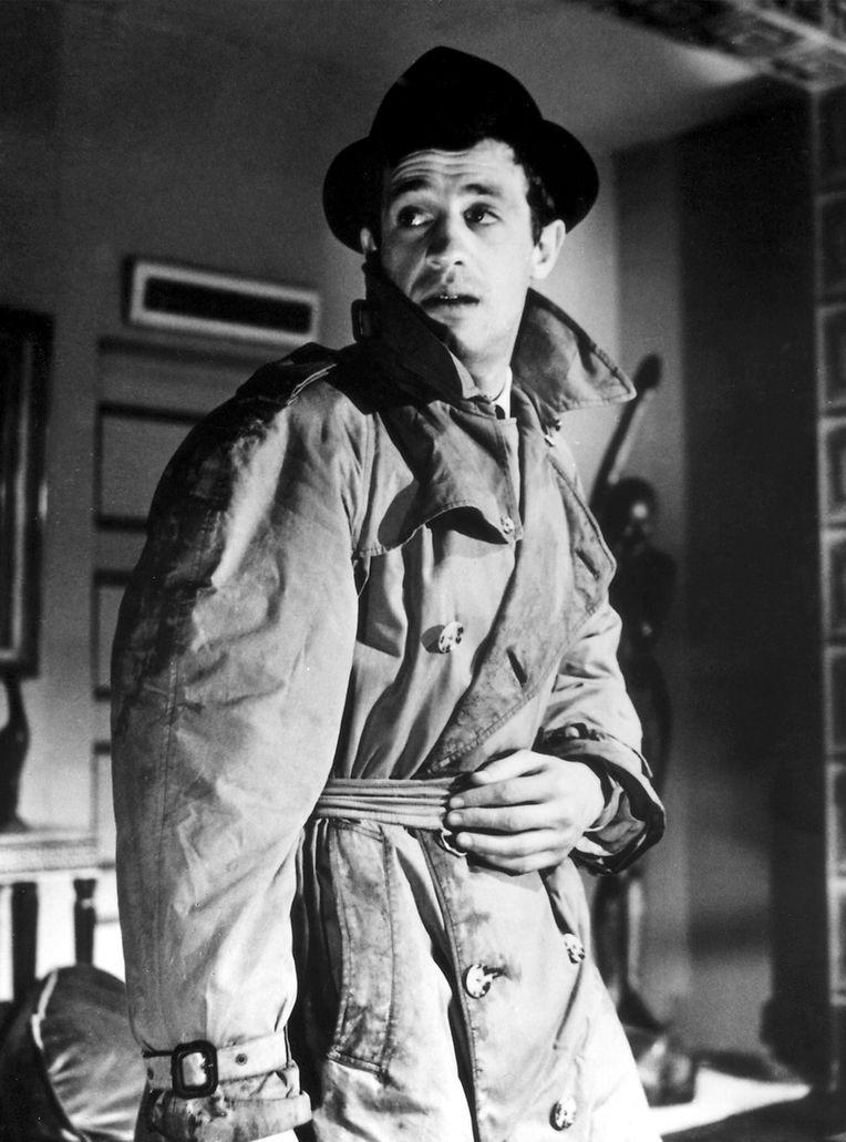 """Comme ici, dans """"Le Doulos"""", ce fils de bourgeois né à Neuilly aura réussi à imposer sa silhouette à l'écran."""