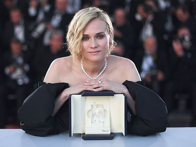 "German actress Diane Kruger attends on May 28, 2017 a photocall after she won the Best Actress Prize for the film 'In The Fade"" (Aus Dem Nichts) at the 70th edition of the Cannes Film Festival in Cannes, southern France.  / AFP PHOTO / Anne-Christine POUJOULAT"