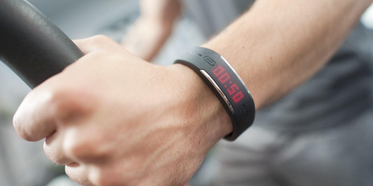 Wie weit? Wie schnell? Fitness-Tracker können Nutzer motivieren.