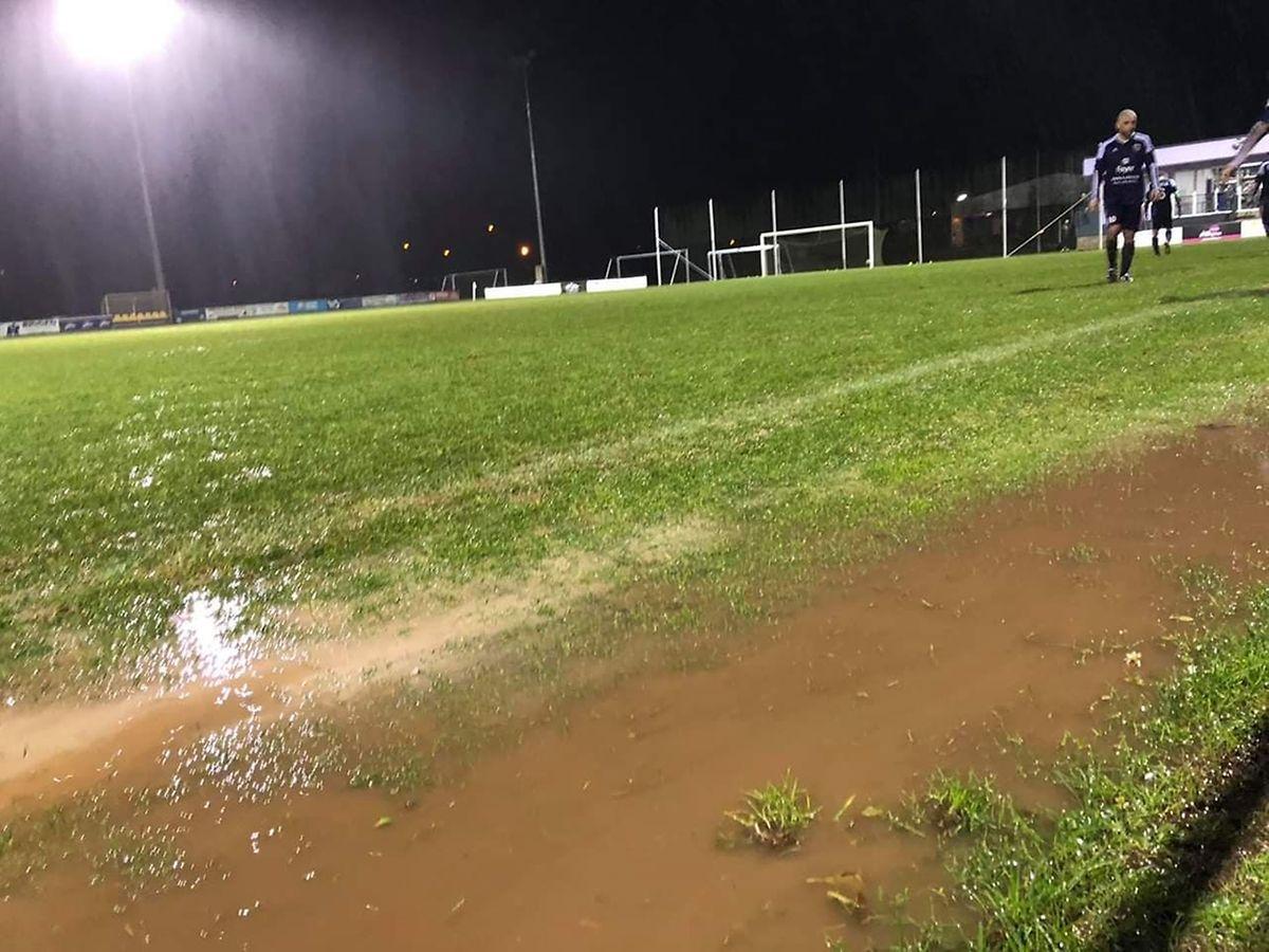 Le terrain de Ell n'a pas résisté au déluge et la partie contre les Ardoisiers de Perlé a dû être interrompue avant terme