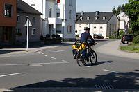 Lokales, rue des romains, Velo, Fahrrad, Fahrradspuer, Fahrradpiste, Radfahrer fahren gegenverkehrt in die rue des Romains ,dieser Radfahrer fährt richtig  Foto: Anouk Antony/Luxemburger Wort