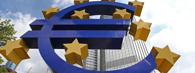Immer mehr europäische Politiker sprechen unverhohlen von einem Euro-Ausstieg Griechenlands. Für Juncker gibt es dafür keinen Grund.
