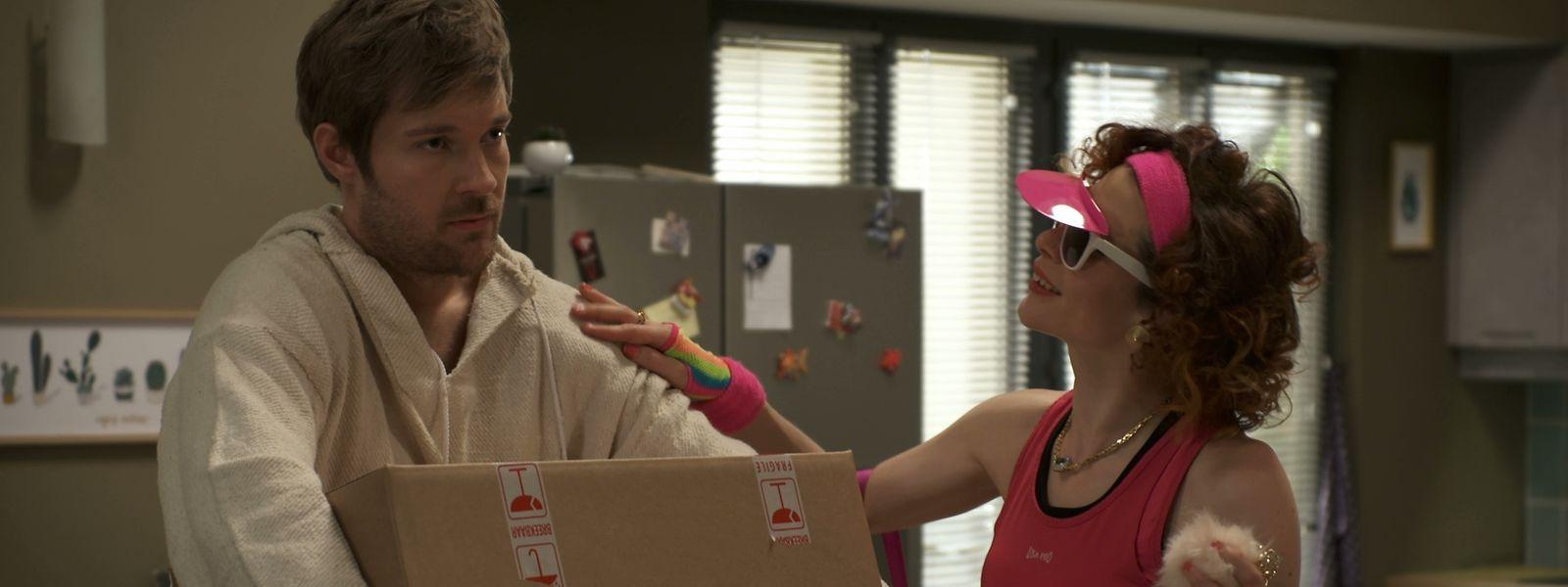 Mit der Unterstützung seiner Ex-Schwiegermutter Valerie (Fabienne Elaine Hollwege) hat Max (Tommy Schlesser) nach dem Auszug seiner Frau schnell einen Mitbewohner gefunden.