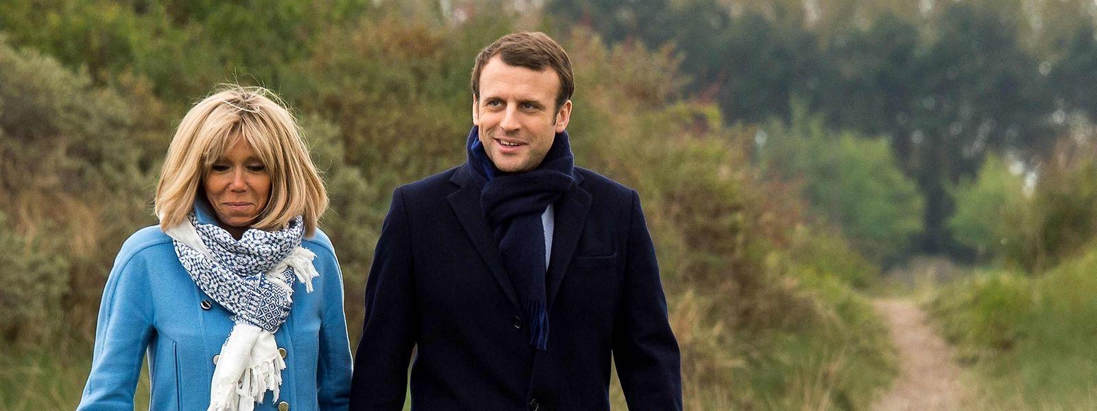 Das Ehepaar Macron bei einem gemeinsamen Spaziergang.