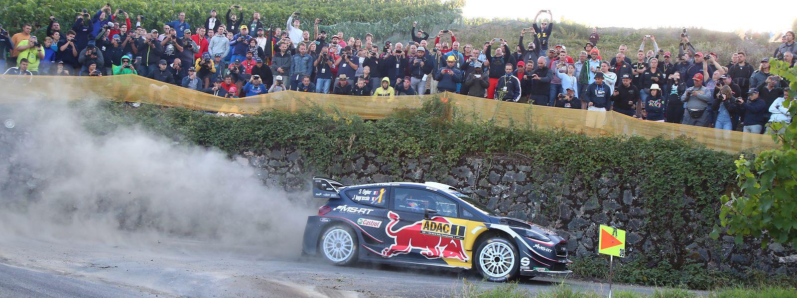 Sébastien Ogier und seine Konkurrenten begeistern die Leute am Streckenrand.