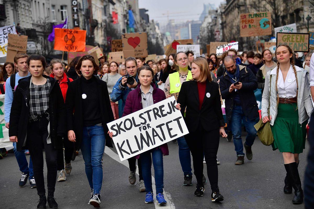 Greta Thunberg führt eine Schülerdemo durch Brüssel an.