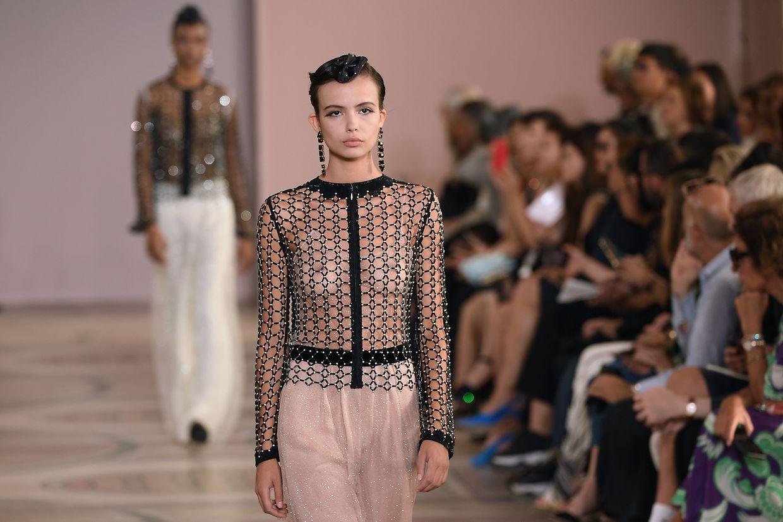 Haute Couture an der Seine - vor wenigen Tagen präsentierte Giorgio Armani die neuen Kreationen der Exklusivlinie Armani Privé.