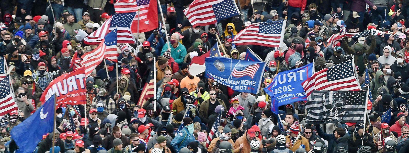 Die Anhänger des scheidenden Präsidenten bei ihrem Marsch zum Kapitol.
