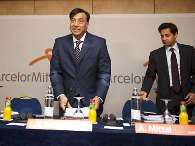 Lakshmi (CEO) et Aditya (CFO) Mittal en 2013.